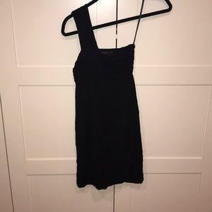 One shoulder black form fitting dress